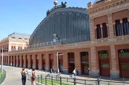 Atocha La Estaci N De Trenes Y Tortugas Madrid Happy People