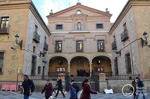 Iglesia San Gines De Arles Madrid Happy People