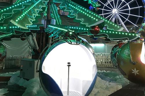 árbol mágico con esferas navideñas paseo de la navidad torrejón